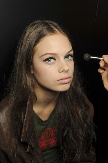 Прически и макияж 2011 от D&G. Фото: fashionwalk.ru