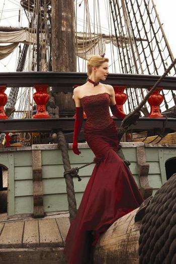 Модные свадебные платья сезона 2012. Фото: salongarmonia.ru