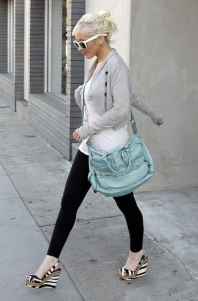 Танкетка – прекрасная альтернатива каблукам. Фото: millionlooks.com