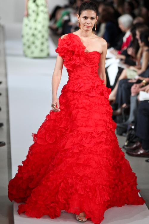 Платья в пол на показе моды Oscar de la Renta Resort 2013 в  Нью-Йорке.  Фоторепортаж. Фото: Thomas Concordia/Getty Images
