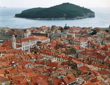 Вид с городских стен: черепичные крыши старого города. Фото с сайта epochtimes.de