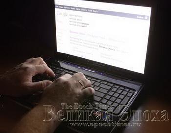 Руки на клавиатуре. Фото: Николай Ошкай/Великая Эпоха (The Epoch Times)