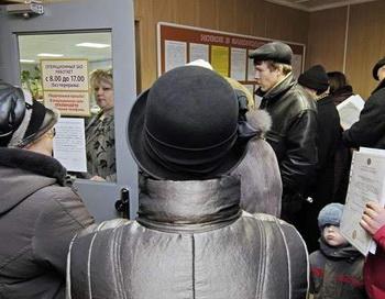 Очередь для подачи налоговых деклараций. Фото РИА Новости