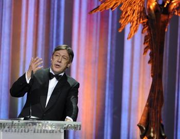 Актер Михаил Ефремов выступает на ХХV Юбилейной торжественной церемонии вручения Национальной кинематографической премии «НИКА» за 2011 год. Фото РИА Новости