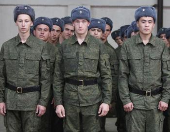 Отправка призывников с призывного пункта на срочную службу. Фото РИА Новости