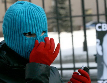 Одиночные пикеты в поддержку участниц группы Pussy Riot. Фото РИА Новости