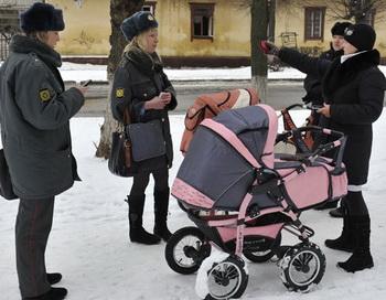 Поиски пропавшей в Брянске 9-месячной девочки. Фото РИА Новости