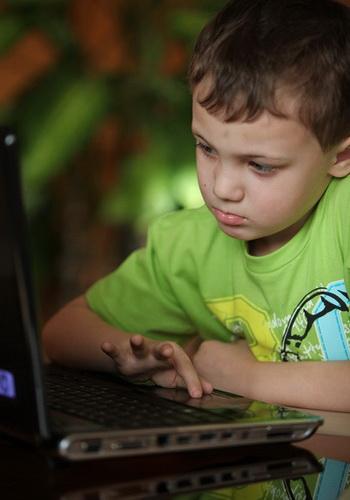 Ребёнок учится лучше, если у него не занижена самооценка. Фото: Николай Ошкай/Великая Эпоха (The Epoch Times)