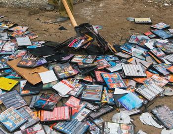 Пиратские диски. Фото РИА Новости