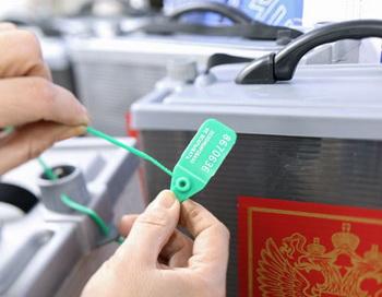 Избирательные урны нового образца на одном из участков. Фото РИА Новости