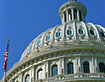 Купол Капитолия в Вашингтоне. Фото РИА Новости