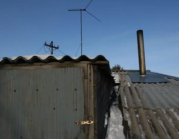 Дом на улице Космонавтов в селе Вагайцево, на крышу которого упали предположительно фрагменты спутника