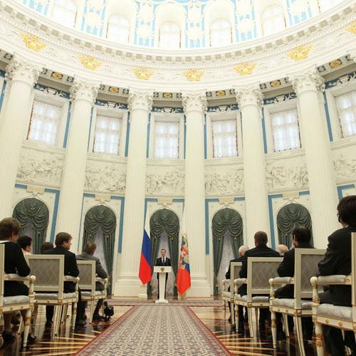 Президент России Дмитрий Медведев выступает на церемонии вручения государственных наград деятелям искусства и науки, а также представителям других профессий. Фото РИА Новости