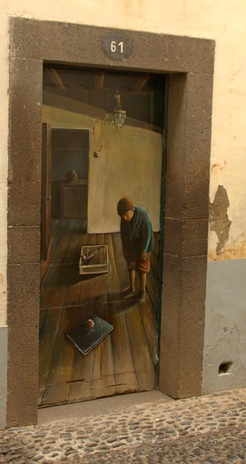 Расписанные картинами двери в центре Фуншала. Мадейра. Фото: Сима Петрова/Великая Эпоха (The Epoch Times)