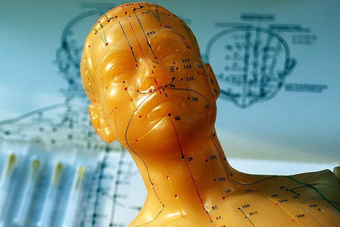 Чтобы понять эту древнюю систему лечения, иглотерапевты должны обладать способностью видеть организм через «квантовые очки». Фото: Кэт Руни/Великая Эпоха (The Epoch Times)
