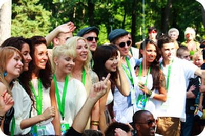 Участники конкурса молодых исполнителей «Новая волна-2011» в Юрмале. Фото с сайта meeting.lv