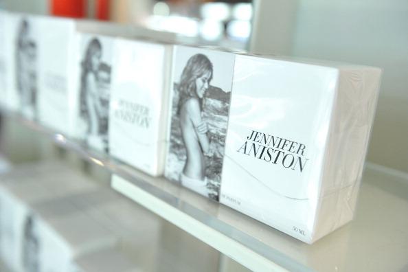 Дженнифер Энистон рекламирует свой новый аромат