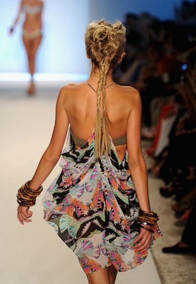 Mara Hoffman - круизная коллекция 2012  на Mercedes-Benz Fashion Week, 16 июля 2011, Майами,   Флорида. Фото: Frazer Harrison/Getty Images