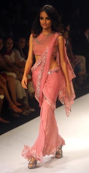 Неделя моды в Индии. Lakme Fashion Week 2011, 17-20 августа 2011. Фото: STRDEL/AFP/Getty Images