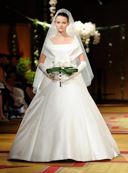 Свадебная коллекция от японского дизайнера Эри Мацуи, 20 августа 2011. Фото: TORU YAMANAKA/AFP/Getty Images