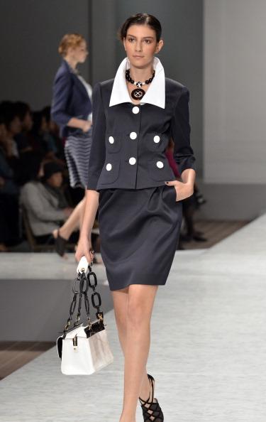 Неделя моды в Токио: коллекция Весна-Лето 2012, 12 октября 2011 года. Фото:  YOSHIKAZU   TSUNO/AFP/Getty Images