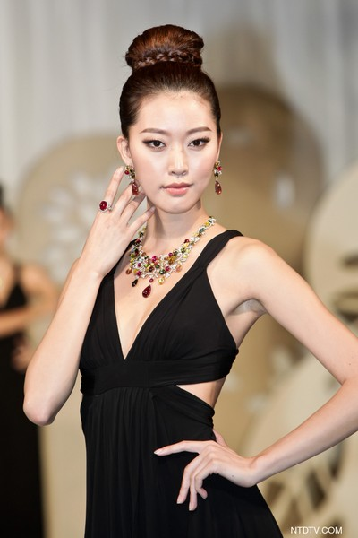 Фоторепортаж о показе ювелирных изделий в Гонконге