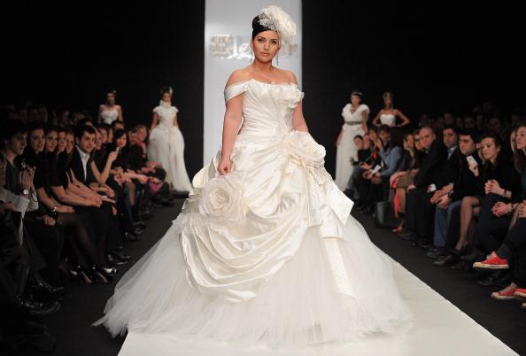 Певица Жасмин в наряде невесты в наряде от Дома моды