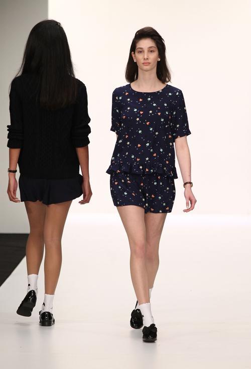3 сентября, в рамках Недели моды в Новой Зеландии представили новую коллекцию бренда «27 имён» (Twenty Seven Names) на подиуме многоцелевого выставочного центра «Виадук» (Viaduct Events Centre) в Окленде, Новая Зеландия. Фото: Fiona Goodall/Getty Images