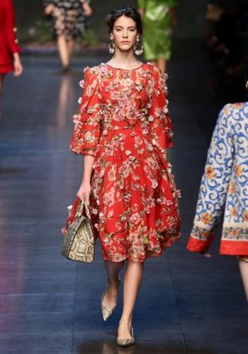 Цветочные мотивы в весенне-летней коллекции 2014   Dolce & Gabbana на показе в Милане. Фото: Vittorio Zunino Celotto/Getty Images