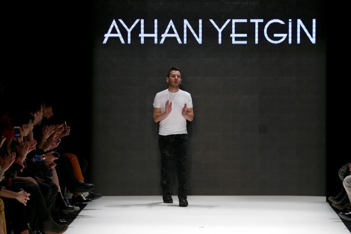 Известный турецкий дизайнер Ayhan Yetgin на Неделе моды Mercedes-Benz 7 октября 2013 года в Стамбуле, Турция. Фото: Vittorio Zunino Celotto/Getty Images for IMG