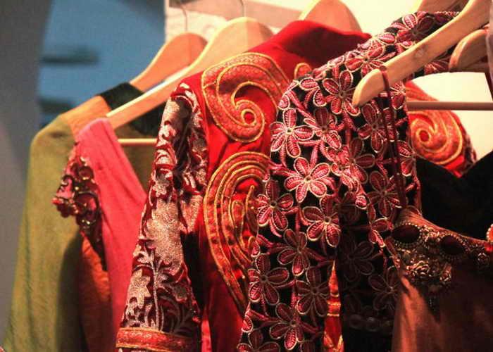 4. Показ красочных вышитых платьев в свадебном салоне Lakiru в Бангалоре 4 сентября 2013 г. Фото: Venus Upadhayaya/Epoch Times