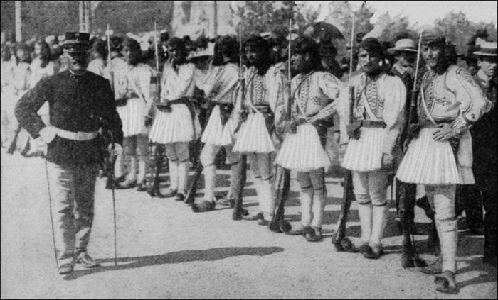 Греческие солдаты в традиционных костюмах 1916 г. Фото: Wikimedia