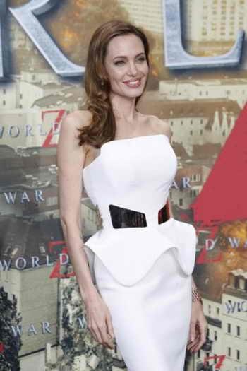 Анджелина Джоли в платье с баской на премьере фильма «Мировая война Z» в Берлине 4 июня 2013 г. Фото: *Shutterstock