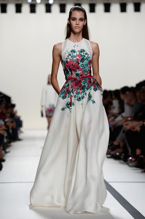 Модный мастер роскошной женской одежды Эли Сааб представил 30 сентября 2013 года коллекцию Elie Saab лето-весна 2014 в Париже. Фото: Pascal Le Segretain/Getty Images