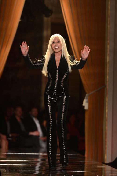 Модельер Донателла Версаче представила новую женскую коллекцию Versace в Париже 1 июля 2013 года. Фото: Pascal Le Segretain/Getty Images