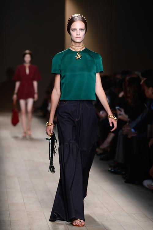 Известный итальянский дом моды Валентино представил 1 октября 2013 года на Неделе моды в Париже женскую этническую коллекцию Valentino сезона весна-лето 2014. Фото: Pascal Le Segretain/Getty Images