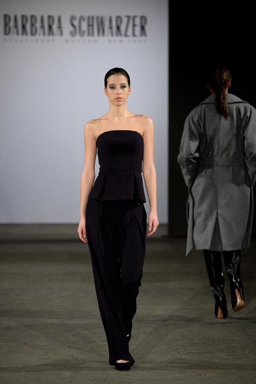Элегантная коллекция одежды немецкого дизайнера Барбары  Шварцер (Barbara Schwarzer) 2014 представлена в рамках Недели моды в Дюссельдорфе 2 февраля. Фото: Sascha Steinbach/Getty Images