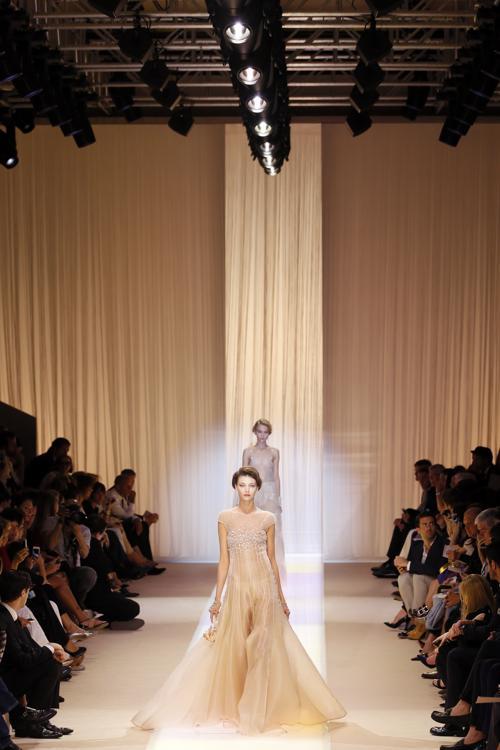 Показ Giorgio Armani осень-зима 2013/2014 прошёл на Неделе высокой моды в Париже. Фото: PATRICK KOVARIK/AFP/Getty Images