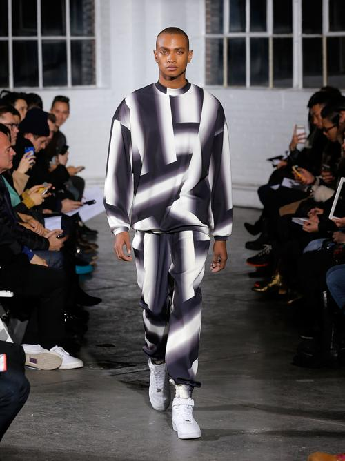 Молодой успешный дизайнер из Кореи Кэтлин Кей представила коллекцию 2014 своего бренда KYE в рамках Недели моды в Нью-Йорке от Mercedes-Benz. Фото: Jemal Countess/Getty Images