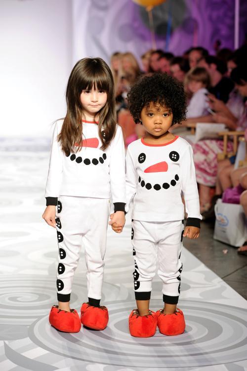Популярная американская модель, актриса и телеведущая Хайди Клум, представила новую коллекцию одежды для детей 5 октября 2013 года на Неделе детской моды в Нью-Йорке. Фото: Dimitrios Kambouris/Getty Images for BabiesRUs