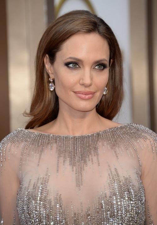 Анджелина Джоли на церемонии вручения «Оскара» 2 марта 2014 г. Фото: ROBYN BECK/AFP/Getty Images