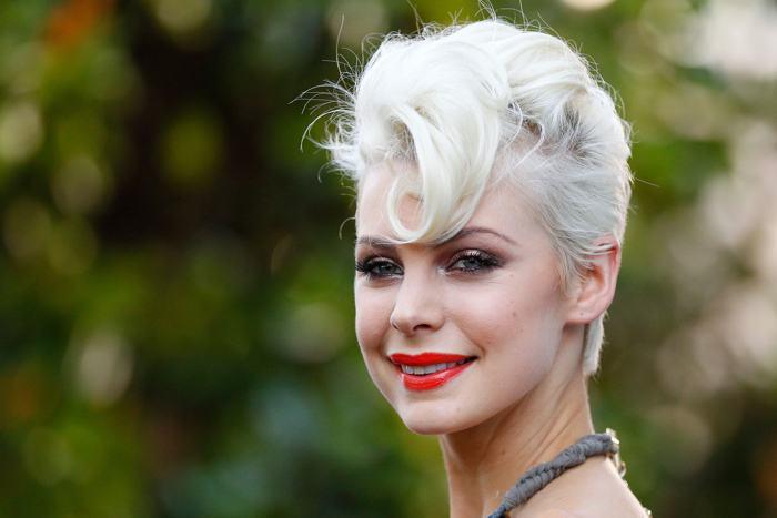 Модель Кейт Пек продемонстрировала модную причёску 1 декабря 2013 года в Сиднее (Австралия). Фото: Brendon Thorne/Getty Images