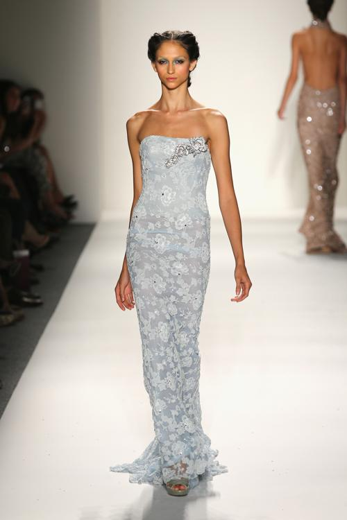 Американский бренд Venexiana представил новую коллекцию элегантных платьев сезона весна 2014 на Неделе моды в Нью-Йорке 7 сентября 2013 года. Фото: Neilson Barnard/Getty Images for Mercedes-Benz Fashion Week Spring 2014