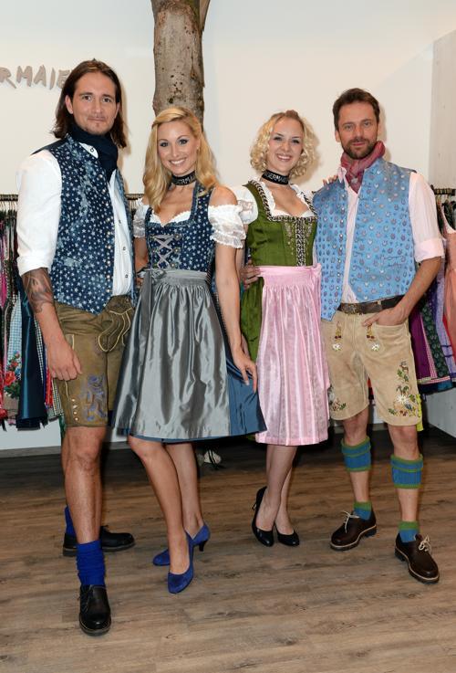 Немецкий дизайнер Астрид Шоелл 8 августа 2013 года представил свою новую коллекцию традиционных нарядов «а ля Бавария 2013» в Мюнхене. Фото: Hannes Magerstaedt/Getty Images