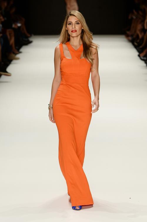 Турецкий бренд ADL & Cengiz Abazoglu представил 8 октября 2013 года модную коллекцию ярких вечерних и коктейльных платьев летнего сезона 2014 года в рамках Недели моды в Стамбуле. Фото: Ian Gavan / Getty Images for IMG