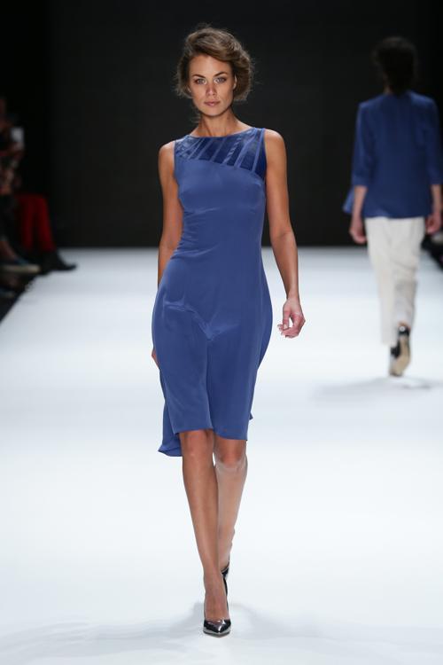 Турецкий модельер Songul Cabaci представила одноимённую коллекцию деловых платьев и костюмов на Неделе моды s/s 2014 сезона лето-осень в Стамбуле 9 октября 2013 года. Фото: Vittorio Zunino Celotto / Getty Images for IMG