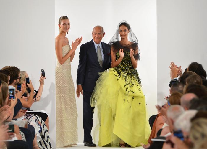Знаменитый американский модельер Оскар де ла Рента представил новую коллекцию Oscar de la Renta весна 2014 на нью-йоркской неделе моды 10 сентября 2013 года. Фото: Slaven Vlasic/Getty Images
