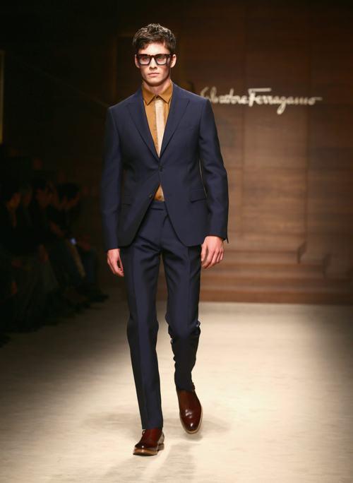 Креативный дизайнер бренда Salvatore Ferragamo Массимилиано Джорнетти презентовал коллекцию мужской одежды сезона осень-зима 2014  на второй день миланской Недели моды 12 января. Фото: Vittorio Zunino Celotto/Getty Images