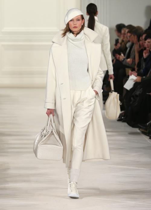 В показе изделий Ralph Lauren 2014 приняла участие Карли Клосс. Фото: Neilson Barnard/Getty Images for Mercedes-Benz Fashion Week