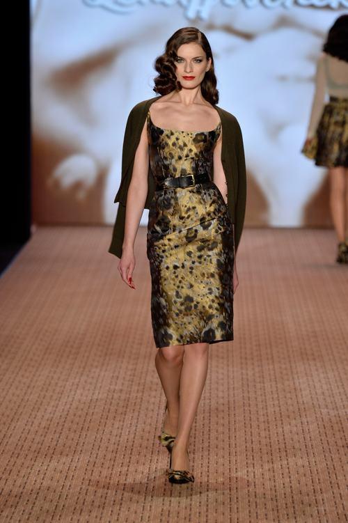 Лена Хошек представила на берлинской Неделе моды 14 января 2014 года новую коллекцию стильных платьев Lena Hoschek 2014/2015. Фото: Frazer Harrison/Getty Images for Mercedes Benz